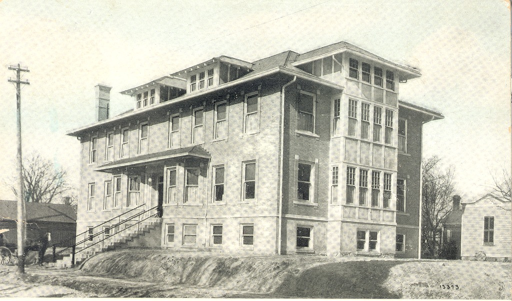 Schneck Memorial Hospital Seymour, IN 1911 - from Ida and Kenny Wehmiller, bw 5.39x3.17